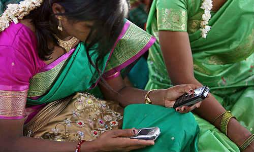 మార్చి 2013 నాటికి 100కోట్లకు టెలికం యూజర్లు..?
