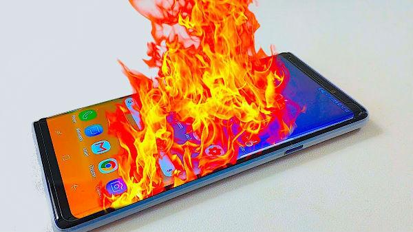 చిక్కులో సామ్సంగ్, మహిళ పర్సులో పేలిన Galaxy Note 9