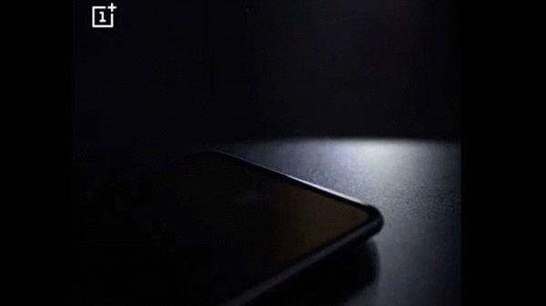 హాట్ కేకుల్లా అమ్ముడుపోయిన OnePlus 6T లాంచ్ ఈవెంట్ వోచర్స్