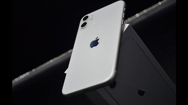 iPhone 11, iPhone SE ఫోన్ల మీద భారీ ధర తగ్గింపు!!!